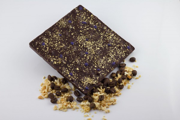Zartbitterschokolade mit ganzen Espressobohnen und geraspeltem Nougat