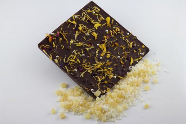 Zartbitter Schokolade mit Ananasstückchen und Kokosflocken