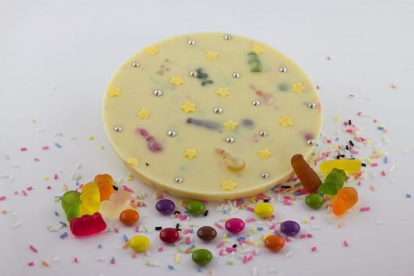 Weisse Schokolade mit dem Haribo Mini-Mix, bunten Streuseln und Schokolinsen