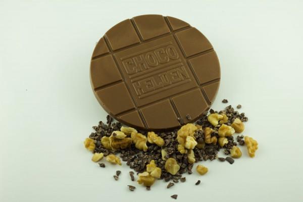 Vollmilch mit Walnuss und Kakaobohnensplit