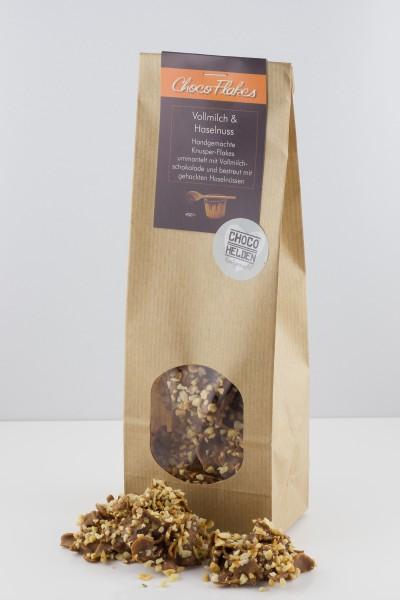 Leckere Cornflakes mit Vollmilchschokolade und gehackten Haselnüssen.