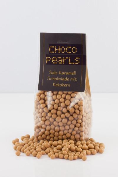 Feinste Salzkaramell-Schokolade mit knusprigen Kekskern.
