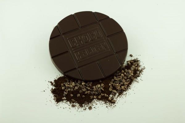 Zartbitter mit gemahlenen Espressobohnen und Kakaobohnensplittern