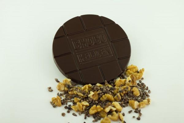 Zartbitter mit Walnuss und Kakaobohnen